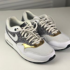 Nike Air Max Women's 8.5 White/Gray/Gold